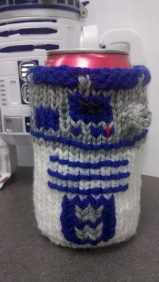 From Robin Barnhill's Ravelry pattern page: R2D2 Can Cosy.